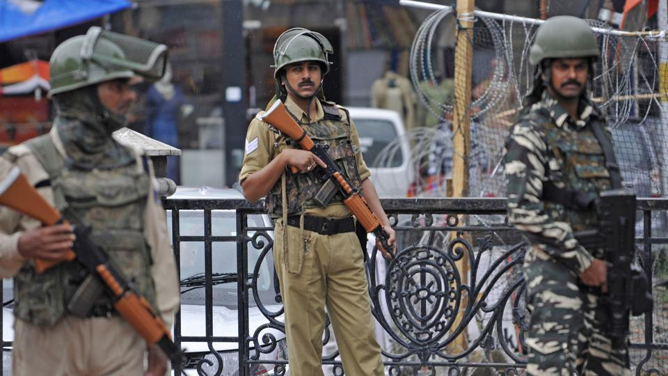 Paramilitary soldiers stand guard at Srinagar's Lal Chowk after an army major and three soldiers were killed while foiling an infiltration bid in Gurez sector, on Tuesday. At least two militants were killed in the operation, officials said. The encounter between the patrolling party of the Rashtriya Rifles and the infiltrating group took place at Govind Nallah in Gurez sector of Bandipore district. (Waseem Andrabi / HT Photo)
