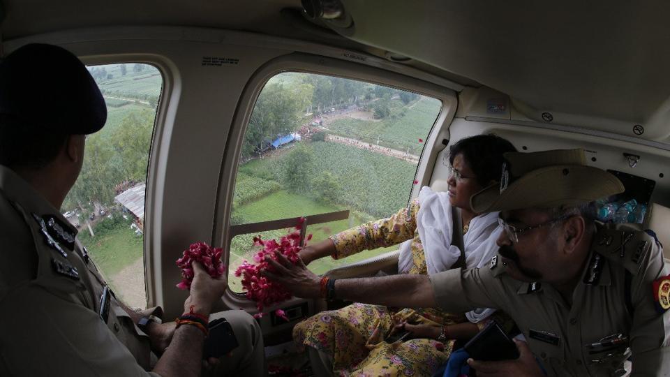 Kanwariyas,Uttar Pradesh police officer,helicopter