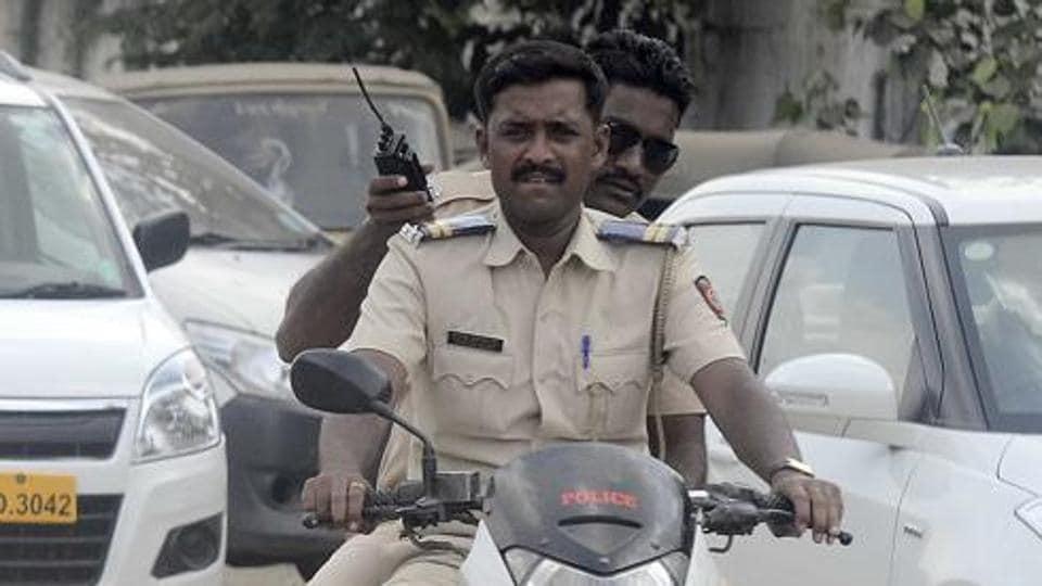 Twitter,helmet,Gurugram police