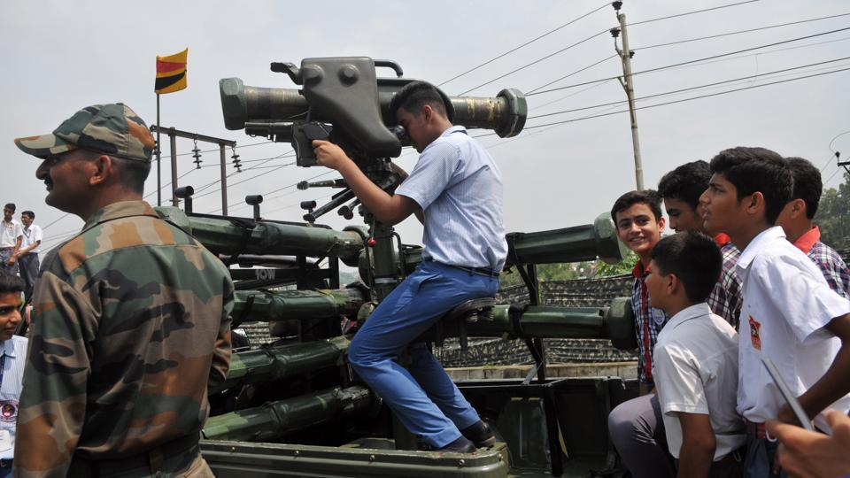 Students informed about the use of anti-tank rocket launcher.  (NITIN KANOTRA/HT)