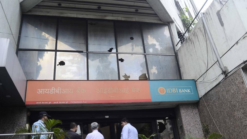 Even banks fell victim to the wrath of Marathas as protestors pelted stone on the IDBI bank office on FC road, which had remained open despite the bandh. (Ravindra Joshi/HT photo)