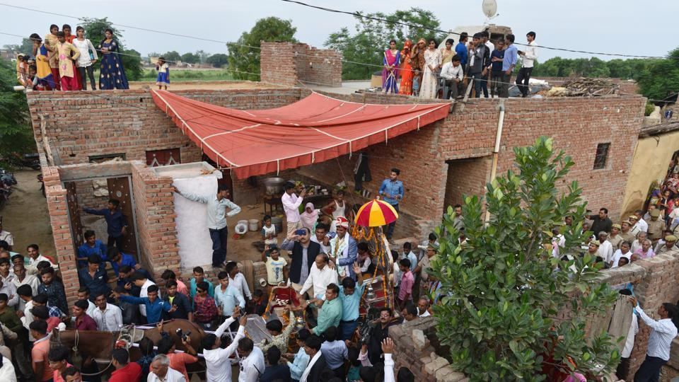 All Jatav wanted, after he was matched with a girl in the adjoining district, was to lead his wedding procession through her village before arriving at her house for the rituals. The Thakurs of Nizampur village wouldn't hear of it, though. No Dalit man had ever crossed a Thakur home on the way to his wedding; no exception would be made to the rule. (Anushree Fadnavis / HT Photo)