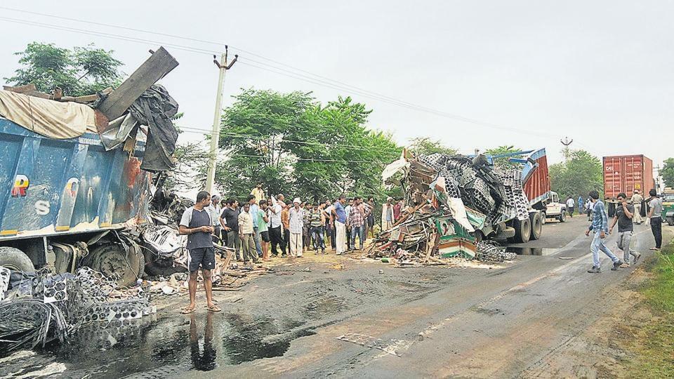 Trucks collide,Gurugram,Gurugram-Farukhnagar Road