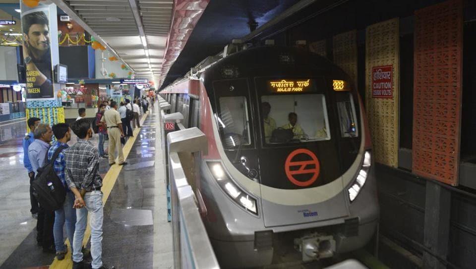 Delhi Metro,Walking,Pedestrians