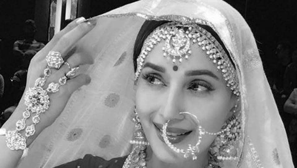 Madhuri Dixit does a 'Mughal-e-Azam' at a dance reality show, Dance Deewane.