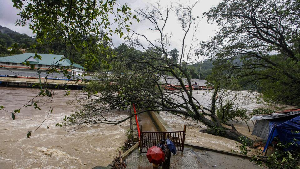 Floods close airport in Indian tourist hotspot of Kerala