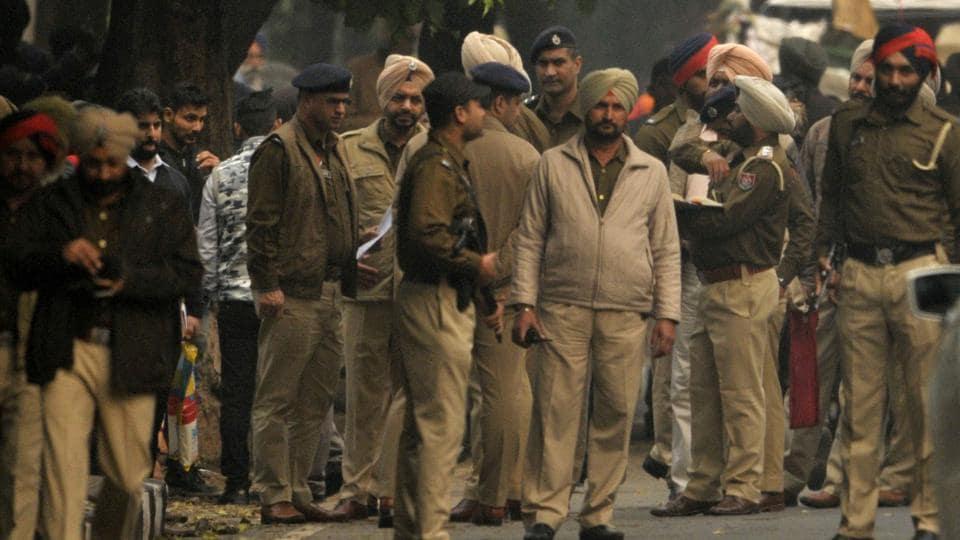 Sanaur ASI,thrashing,youths