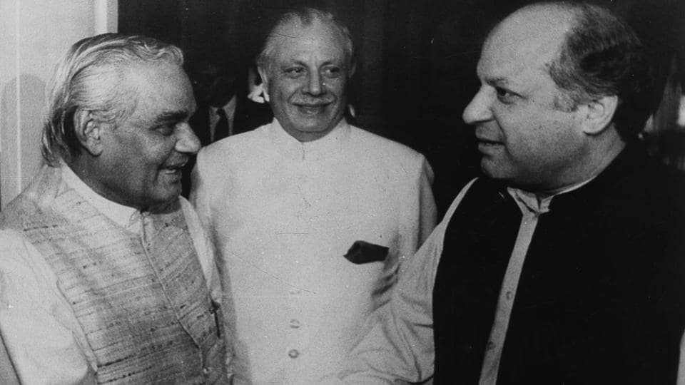 Atal Bihari Vajpayee and Pakistani counterpart Nawaz Sharif meet following bilateral talks at the 10th South Asian Association for Regional Cooperation summit in 1998.  (HT Archive)