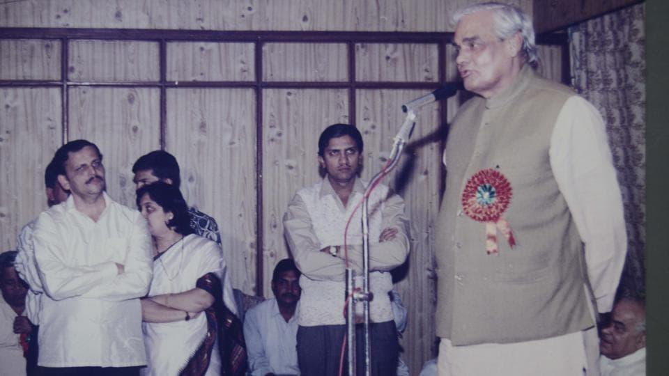 Atal Bihar Vajpyee,Vajpyee government,telecom revolution