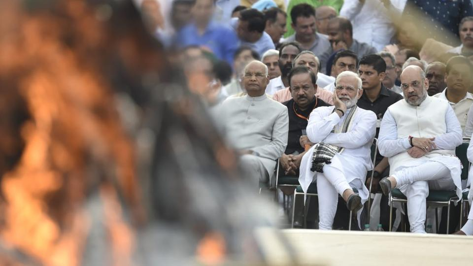 President Ram Nath Kovind, PM Narendra Modi and BJP President Amit Shah along with other leaders, paid their last respect to former prime minister Atal Bihari Vajpayee. The last rites were performed by Vajpayee's foster daughter Namita Bhattarcharya at the Smriti Sthal on the banks of Yamuna with full state honours. (Ajay Aggarwal / HT Photo)