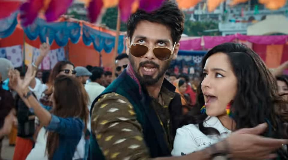 Batti Gul Meter Chalu song Gold Tamba has Shahid Kapoor and Shraddha Kapoor as local lovebirds.