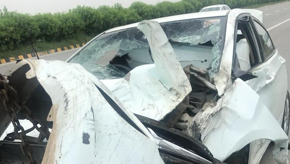 greater noida,yamuna expressway,accident on yamuna expressway