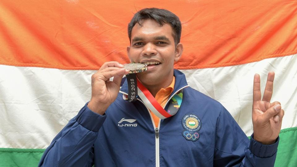 Deepak Kumar poses after winning the silver medal in the 10m Air Rifle men's event on Monday.