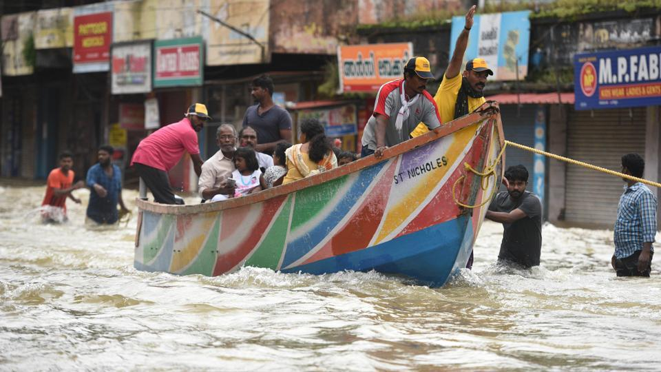 Fishermen, volunteers and rescue personnel evacuate residents at Panadala, Pathanamthitta, Kerala, August 18
