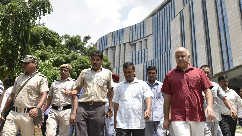 Delhi chief minister Arvind Kejriwal with deputy chief minister Manish Sisodia take a tour of the after inaugurating the Phase-II of Indraprastha Institute of Information Technology Delhi (IIIT-D) at Okhla Industrial Area Phase -III in New Delhi. (Mohd Zakir / HT Photo)