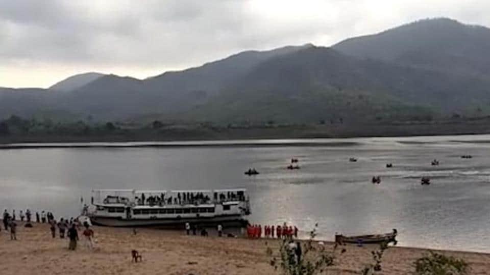 Andhra floods,Guntur,4 students in river