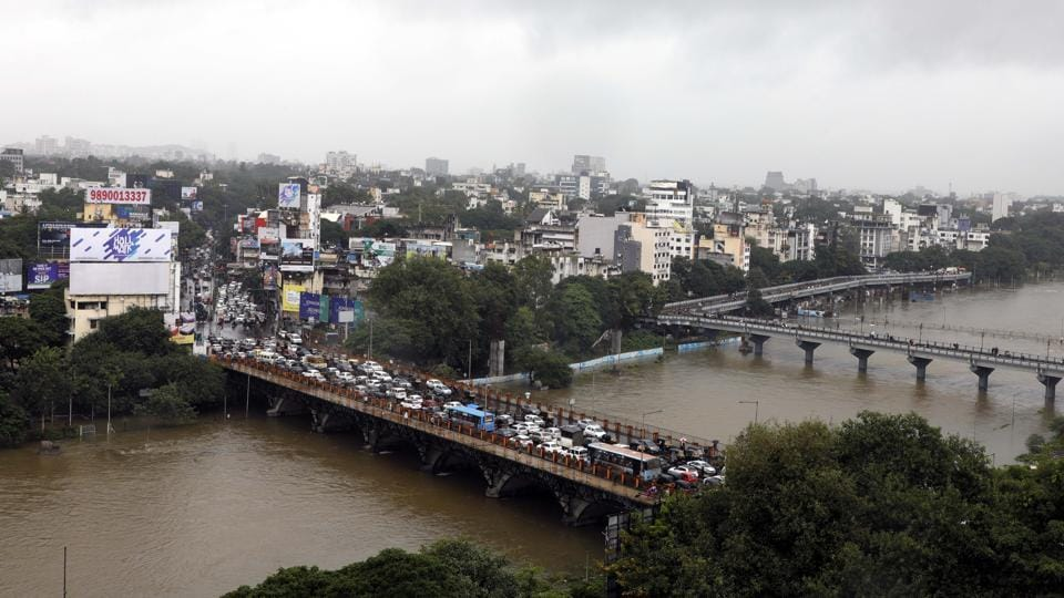 A view of the swollen Mutha river after 18,491 cusecs of water was released from Khadakwasla dam into the river on Tuesday. Water level has increased in all the rivers in the city due to continuous rainfall. (RAHUL RAUT/HT PHOTO)