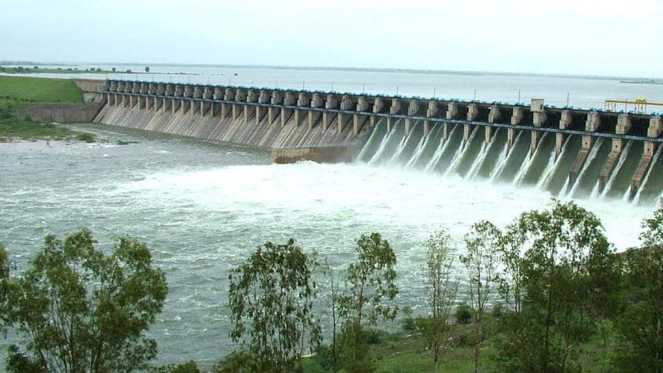 Excess water being released from Pandharpur's Ujani Dam following continues heavy rains across Maharashtra on Tuesday. (HT PHOTO)