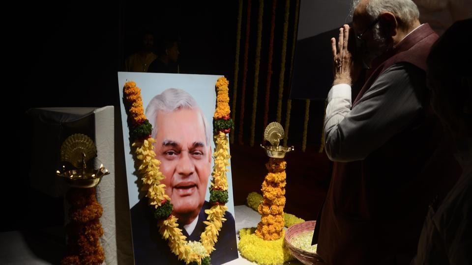 An all party condolence meet in the memory of former Indian Prime Minister Atal Bihari Vajpayee, organised by PUWJ and City BJP, at Balgandharva auditorium in Pune on Sunday. (RAVINDRA JOSHI/HT PHOTO)