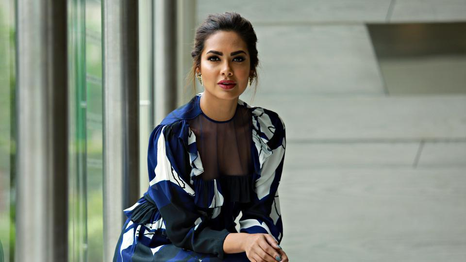 Bollywood actor Esha Gupta says that charity is done best when one doesn't reveal too much about it.