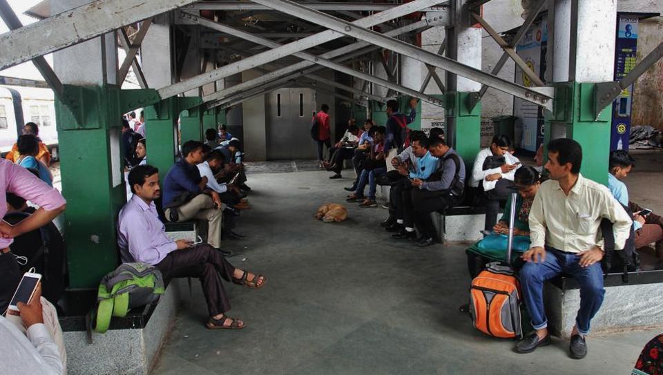 Madhya Pradesh,Man lying dead at railway station,Habibganj station
