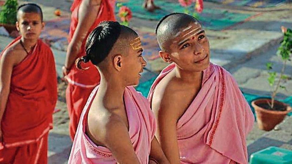 English-speaking priests in Varanasi,English-speaking priests,Varanasi institute