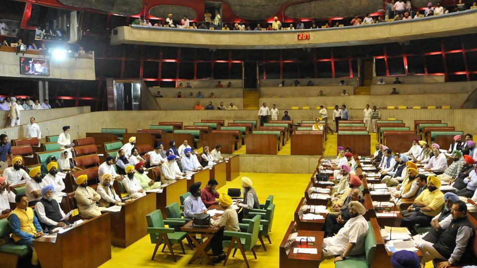 The Congress Legislature Party (CLP) headed by chief minister Captain Amarinder Singh in its meeting on Thursday decided to go on an offensive against the Akalis by fielding its firebrand leaders.