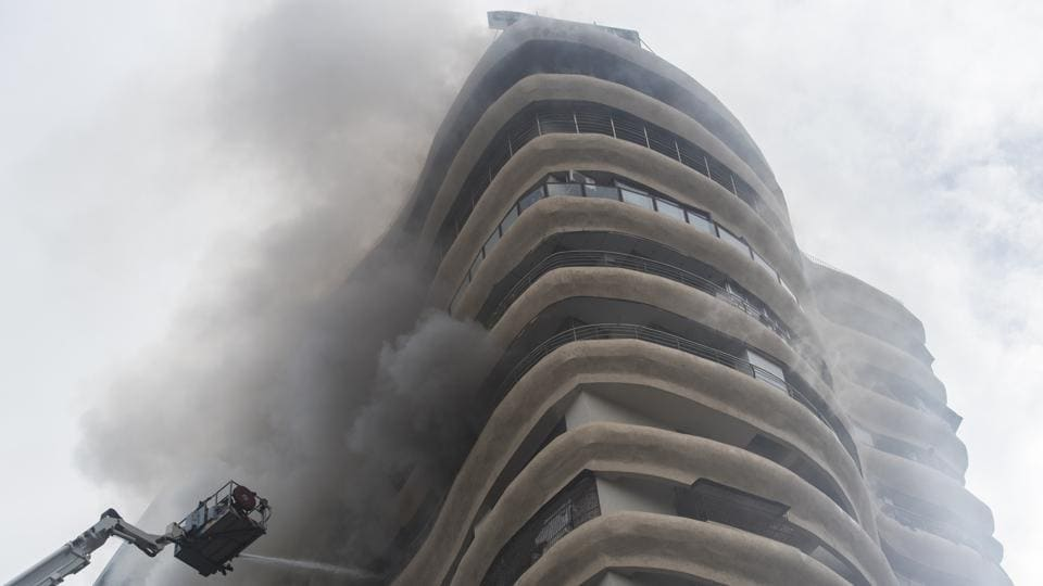 Emergency services respond after a fire broke out at Parel's Crystal Tower on August 22, 2018 in Mumbai, Maharashtra. (Pratik Chorge / HT Photo)