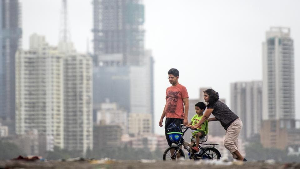A father and mother help their son to ride a bicycle at Dadar chowpatty on August 20, 2018 in Mumbai, Maharashtra. (Pratik Chorge / HT Photo)