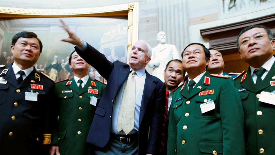 John McCain (C) gives a tour of the Rotunda to Vietnam's Vice Minister of Defense Lieutenant General Do Ba Ty (2nd R) and his entourage at the US Capitol in Washington, June 20, 2013. McCain, a traditionally Republican foreign policy hawk, was admired in both parties for championing civility and compromise during an era of acrid partisanship in US politics.  (Jonathan Ernst / REUTERS File)