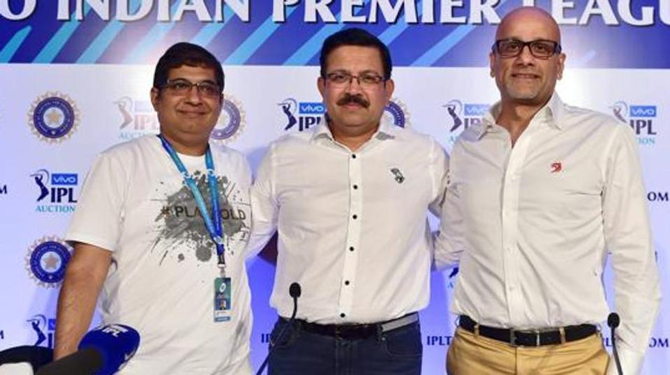 File photo of Delhi Daredevils CEO Hemant Dua (right).