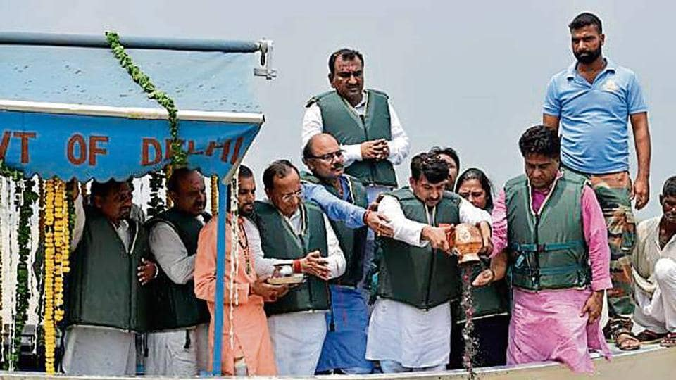 Manoj Tiwari and other leaders immerse the ashes of Atal Bihari Vajpayee in the Yamuna on Tuesday.