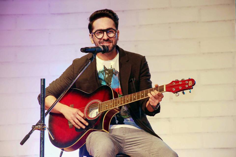 ayushmann khuranna with guitar