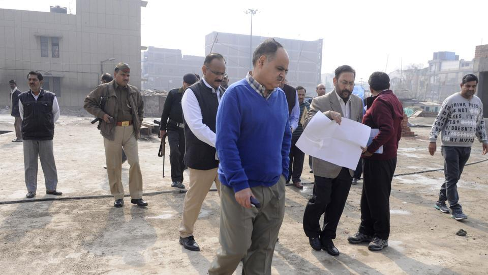 Noida authority chief executive officer Alok Tandon directed contractors to display the layout of the area allotted to them for parking facilities.