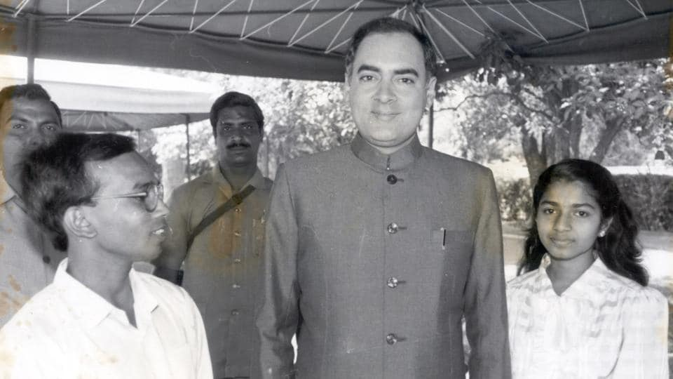 Both Rajiv Gandhi and Narendra Modi have headed majority governments that ensured there was no immediate threat to their rule