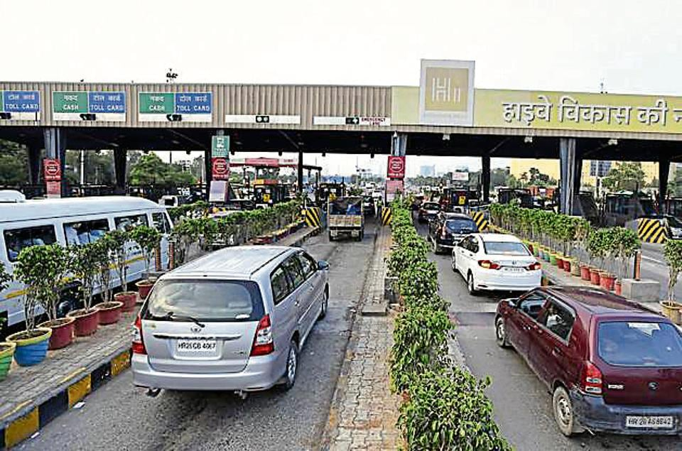 The Kherki Daula toll plaza in Gurgaon. The Madras High Court wants a separate lane for VIPs at toll plazas.