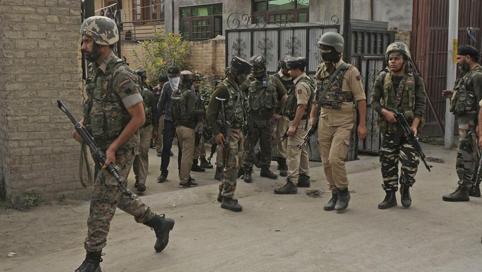 Kashmir police relatives abducted,Militants abduct Kashmir police relatives,Jammu and Kashmir