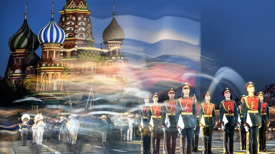 Russian honour guards perform during the 'Spasskaya Tower' international military and music festival on the Red Square in Moscow, Russia. (Alexander Nemenov / AFP)