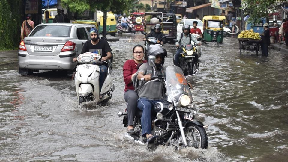 A view of the early morning commute that met residents in Geeta Colony. Roads submerged included those in Vikas Marg, Inderprastha Marg, Bahadur Shah Zafar Marg, the Ring Road behind the Red Fort, Chandni Chowk,  Laxmi Nagar, Rajghat, Janpath, Rajendra Prasad Road, Minto Road, GT Karnal Road, Azadpur Mandi, Tughlakabad, under the Modi Mill Flyover, and others. (Sonu Mehta / HT Photo)