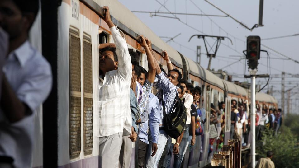 mumbai,train,overcrowding