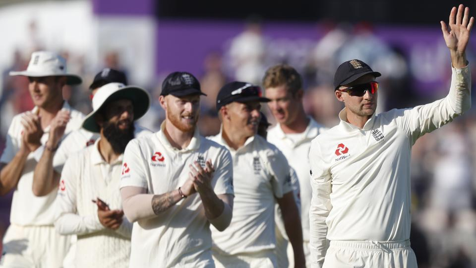 England's Joe Root, right,leads his players from the pitch after England defeated India on the fourth day of the 4th cricket test match between England and India at the Ageas Bowl in Southampton, England, Sunday, Sept. 2, 2018. England and India are playing a 5 test series. (AP Photo/Alastair Grant) (AP)