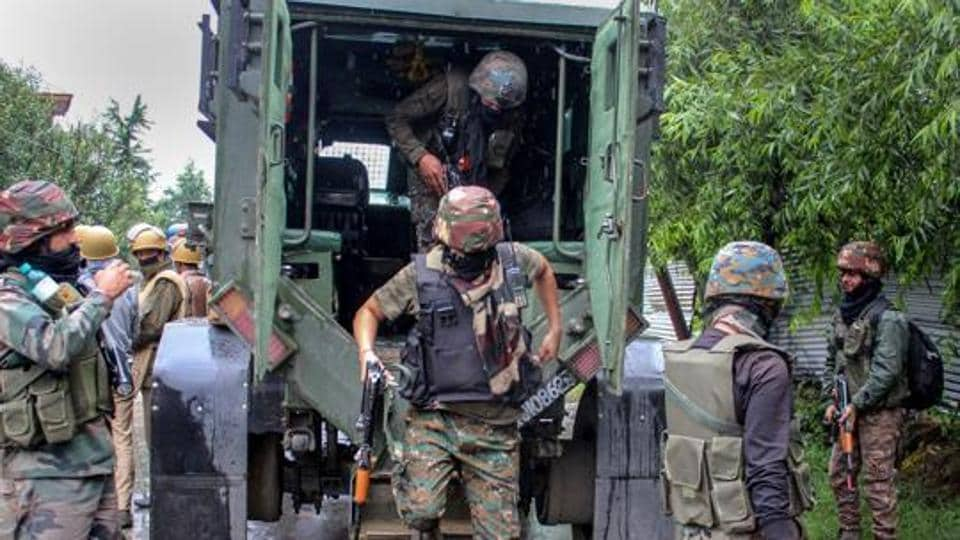 Youth shot in Pulwama,search operation Pulwama,search operation in Pulwama