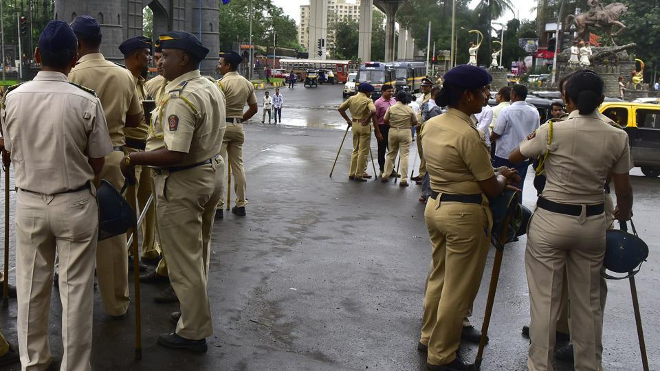 The woman posed as a policewoman and contacted another woman, claiming that an offence of kidnapping and theft was registered against the latter at the Kalyan police station.