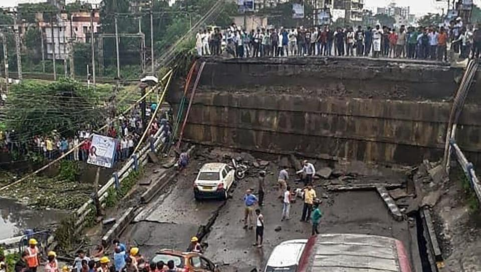 Kolkata bridge collapse kills 1, injures 19  Search continues for