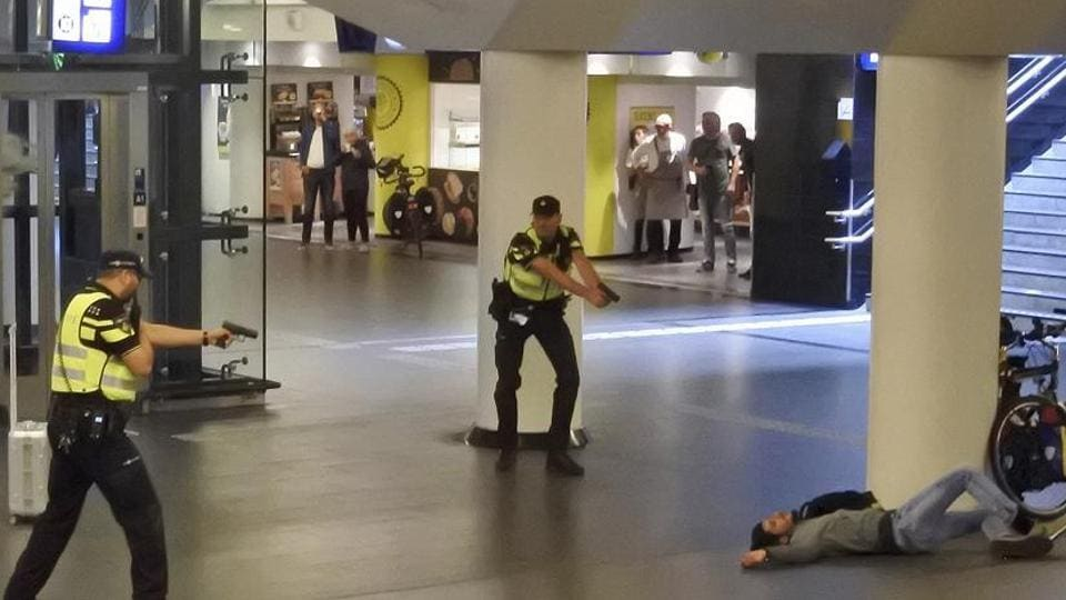 Amsterdam man stabbed tourists,crime,stab