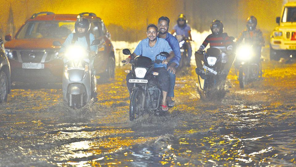 Rain,Waterlogging,Traffic snarls
