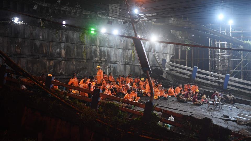 Kolkata bridge collapse,Search operations,Majerhat bridge