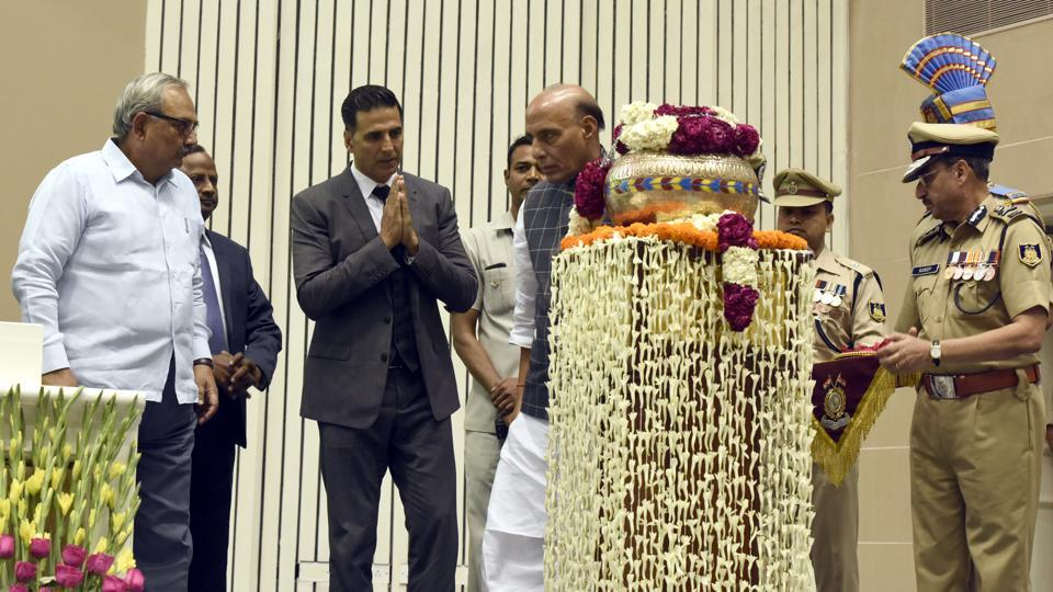 Akshay Kumar,Rajnath Singh,Bollywood