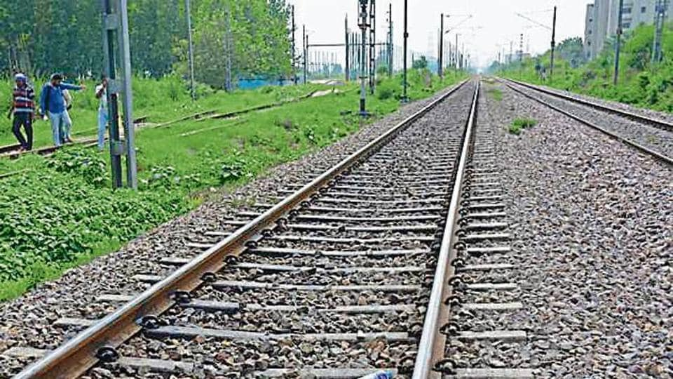 Suicide,Railway track,Train