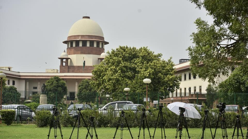 The Supreme Court pulled up states for failing to comply with its directions on dealing with incidents of cow vigilantism and mob lynching. Noting that only 11 states and seven union territories had filed compliance reports following its July 17 verdict on cow vigilantism, the court asked the remaining states to file their reports within one week. (Anushree Fadnavis / HT File)
